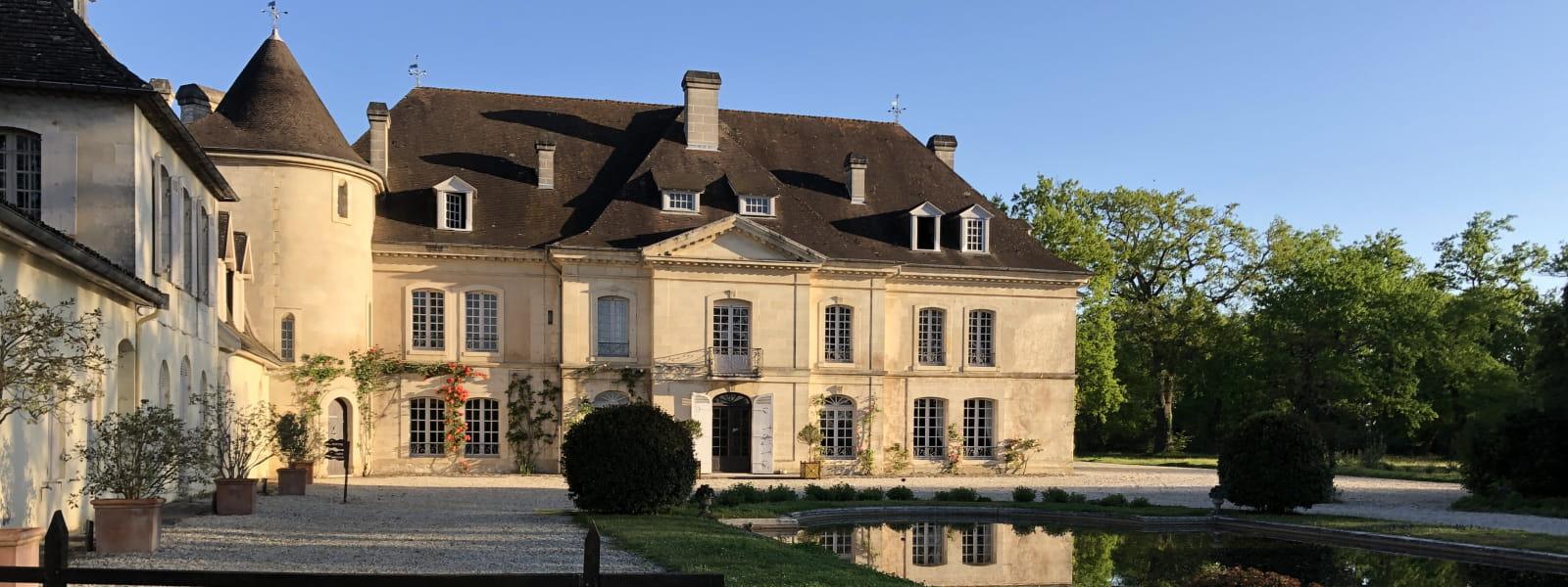 Entrée du château Bouscaut avec vue sur son bassin