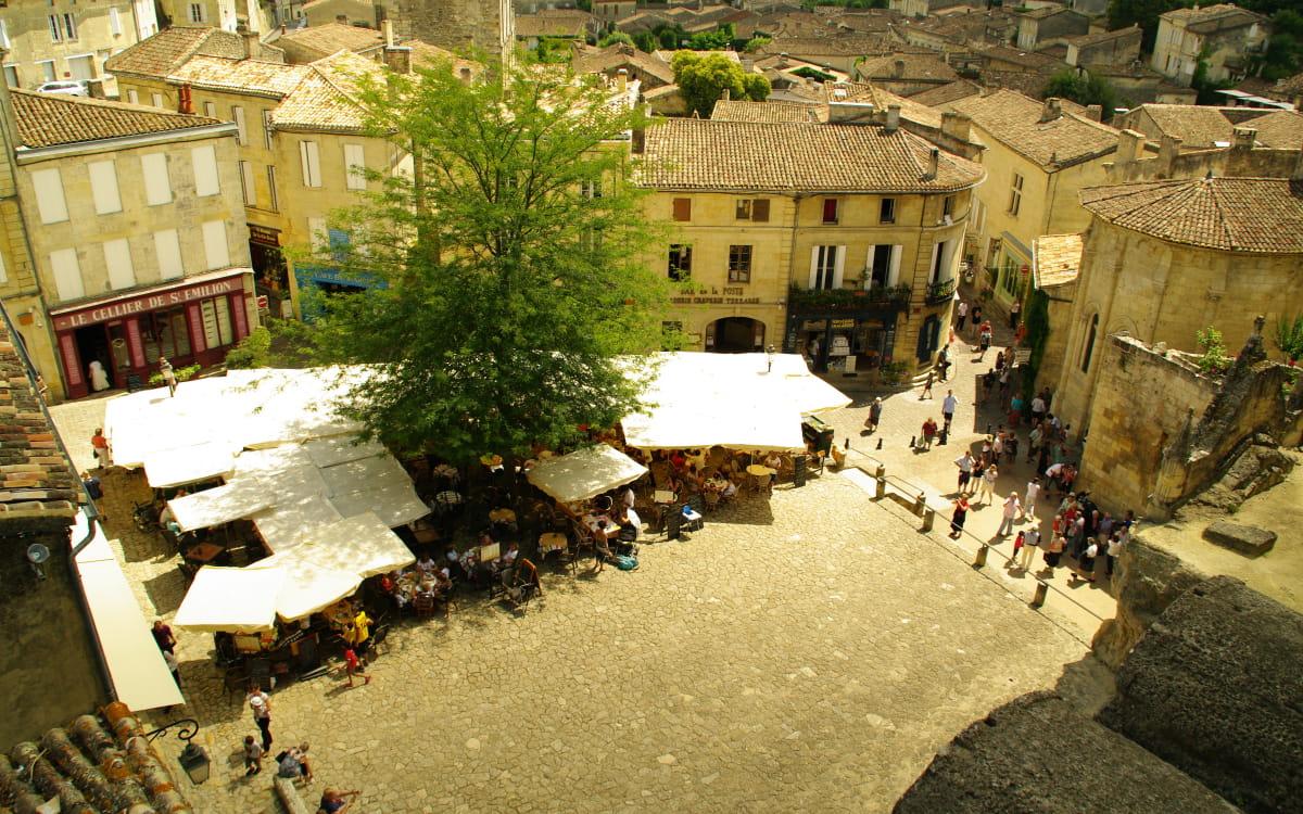 Vue de la place centrale de Saint Emilion
