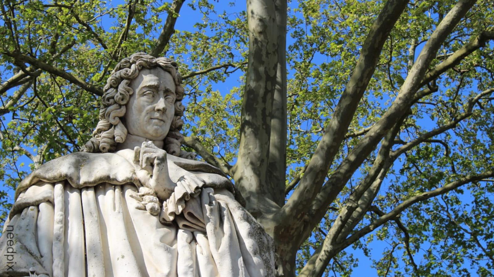 Statue de Montesquieu, place de Quinconces à Bordeaux